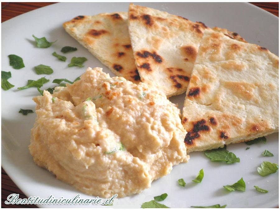 Hummus di ceci e pita greca