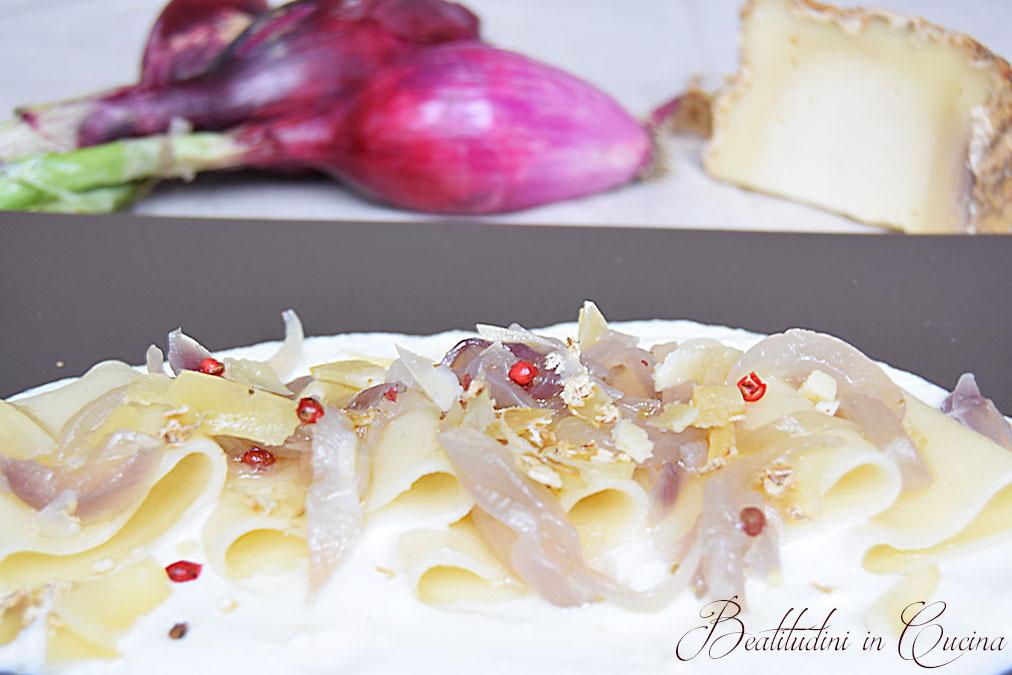 Paccheri con cipolle rosse di Tropea e pecorino di fossa