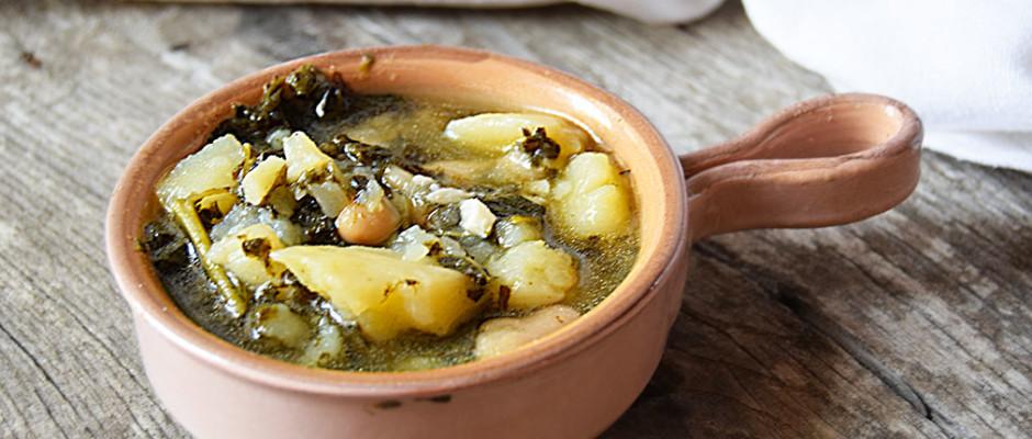 Minestrone di cavolo nero, fagioli e patate