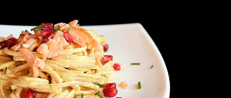 Spaghetti salmone, zafferano e melagrana