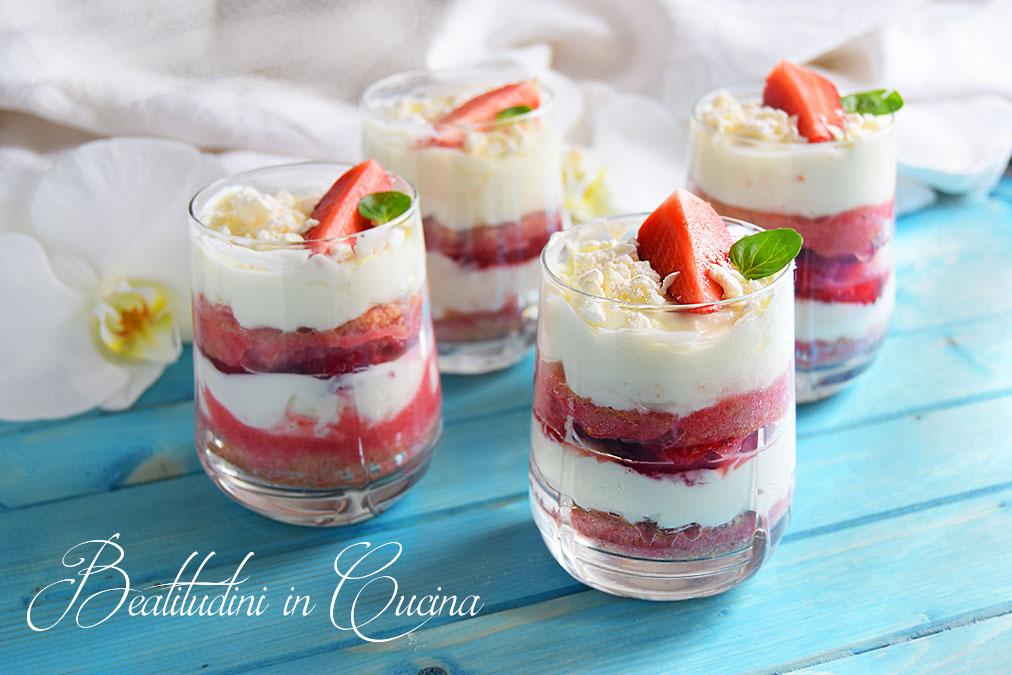 Tiramisù yogurt greco e fragole