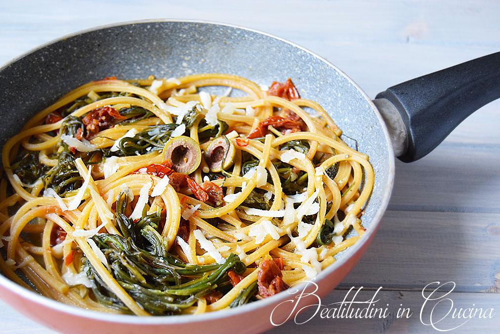 Spaghetti agretti, pomodorini secchi e olive