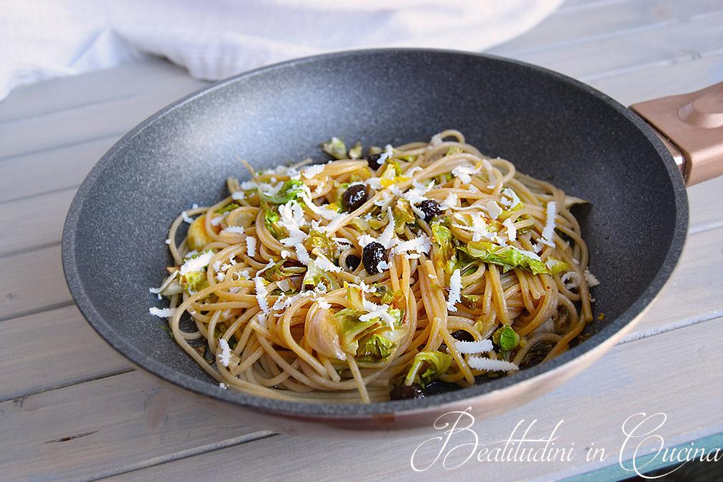 Pasta con foglie di cavolfiore, olive e limone 1