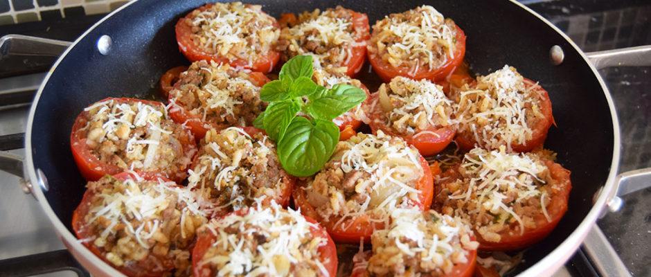 pomodori ripieni di carne macinata e riso alla greca