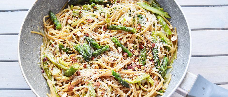 Spaghetti asparagi, pecorino e nocciole