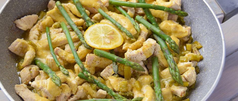 Bocconcini di tacchino con asparagi e salsa al curry