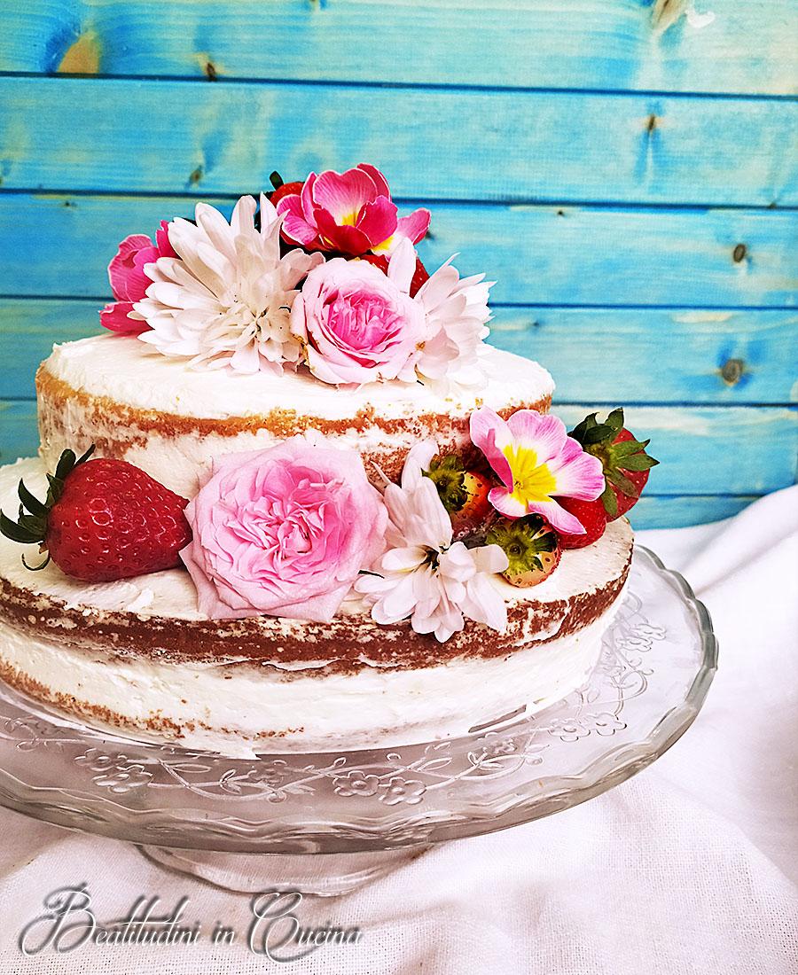 Naked cake alle fragole e fiori 2