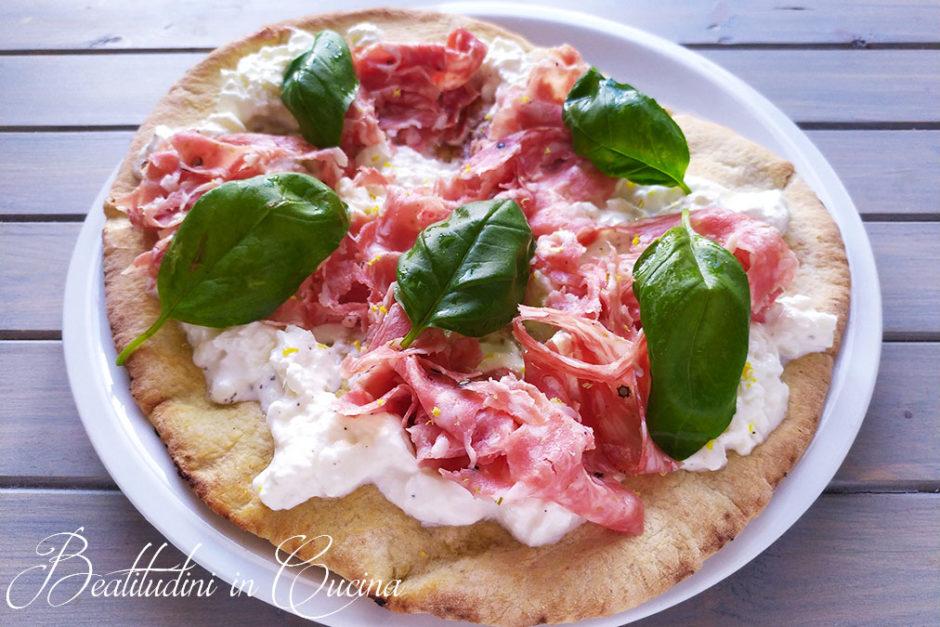Pizza con burrata, finocchiona e limone